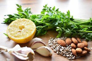 składniki na pesto z pietruszki